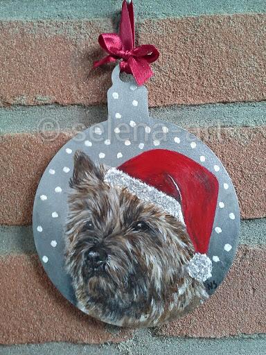 Kersthanger rood gestroomde Cairn Terrier