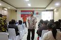 Pembicara pertama, Hendra W Saputro, Managing Director BOC Indonesia sekaligus praktisi Internet Marketing mulai berbicara di seminar DONGKRAK #2