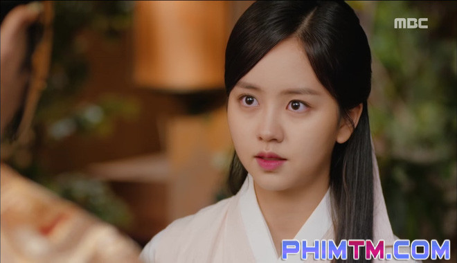 Đố kị với Kim So Hyun, nữ phụ Quân Chủ tự tay xẻo thịt mình - Ảnh 23.