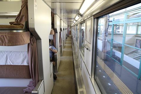 JR北海道 「リバイバルまりも」 2号車 24系寝台車 通路