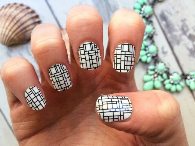 notd-beauty-blog-manicure-nail-art-wilko-nail-wraps-monochrome-white-nails-easy-nail-art