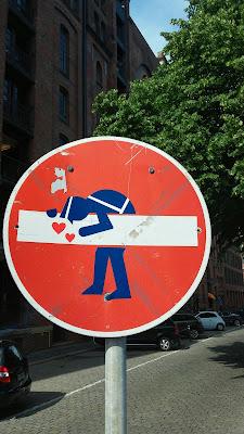 schild, streetart, st annenufer in der Speicherstadt