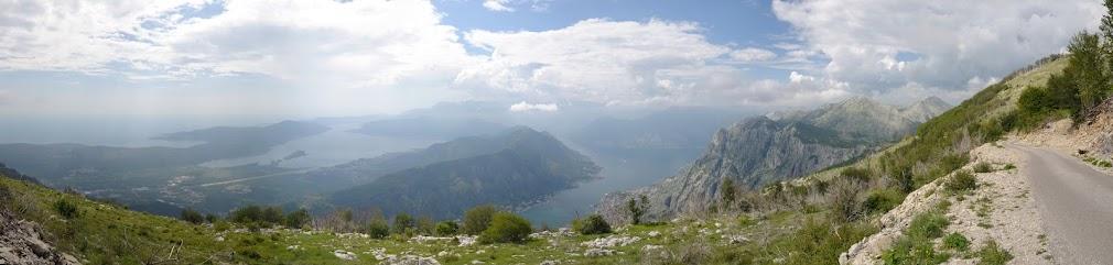 Blick vom Lovcen Gebirge über die Bucht von Kotor