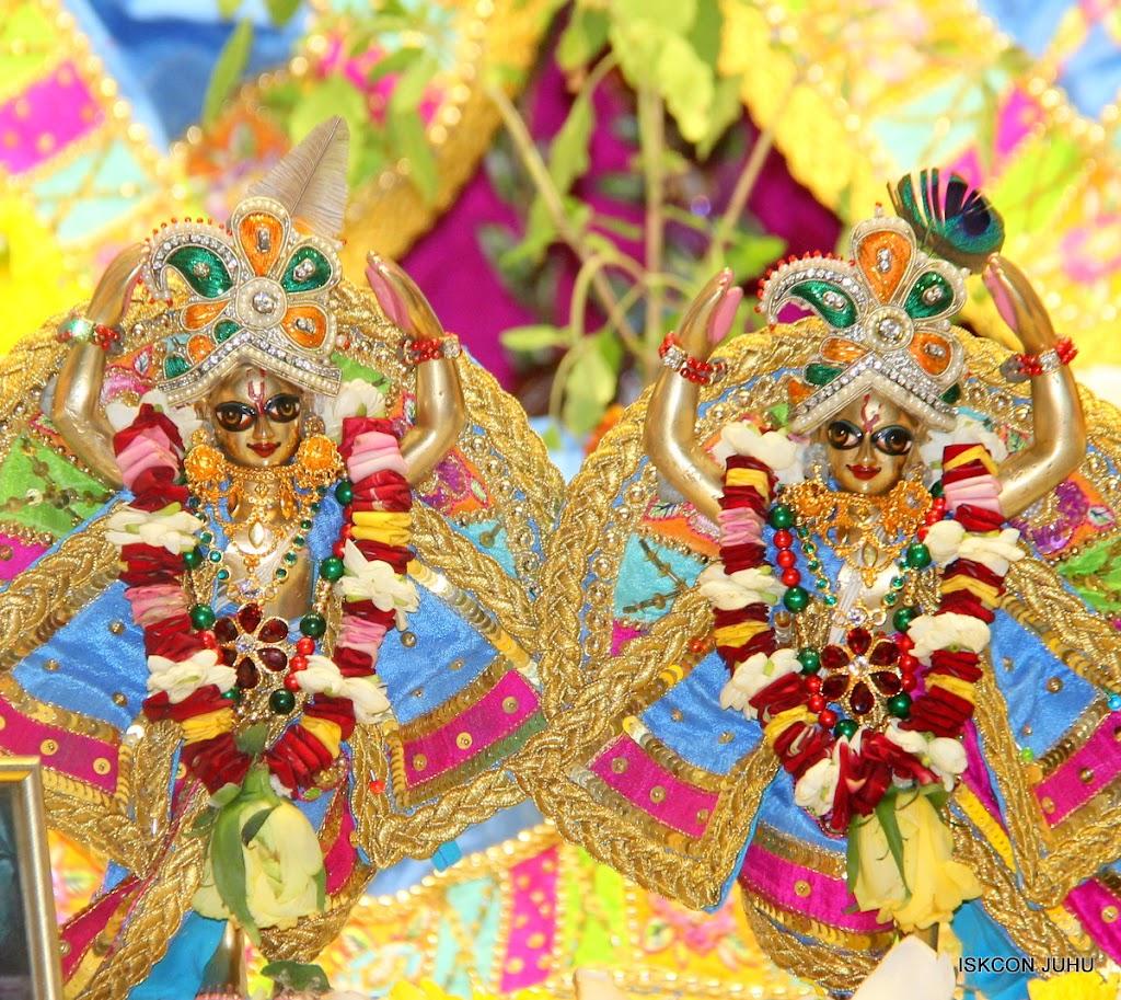 ISKCON Juhu Sringar Deity Darshan on 29th April 2016 (55)