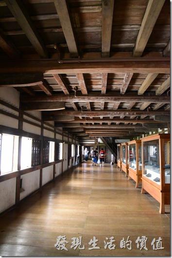 姬路城內的建築依然還是保留著木頭的建材,難怪可以列入世界遺產之一。
