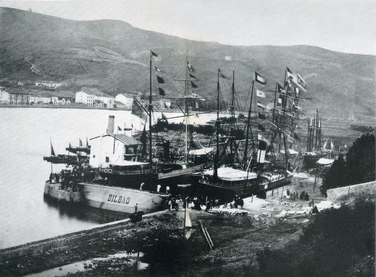 Fecha 20 de junio de 1868. Inauguración del dique Bilbao. A la derecha el vapor BAYO. Del libro La Industria Naval Vizcaina.jpg