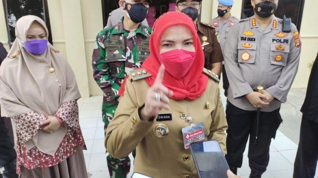 Vaksinasi Massal di Diskes Lampung Timbulkan Kerumunan, Eva Dwiana Turun Tangan