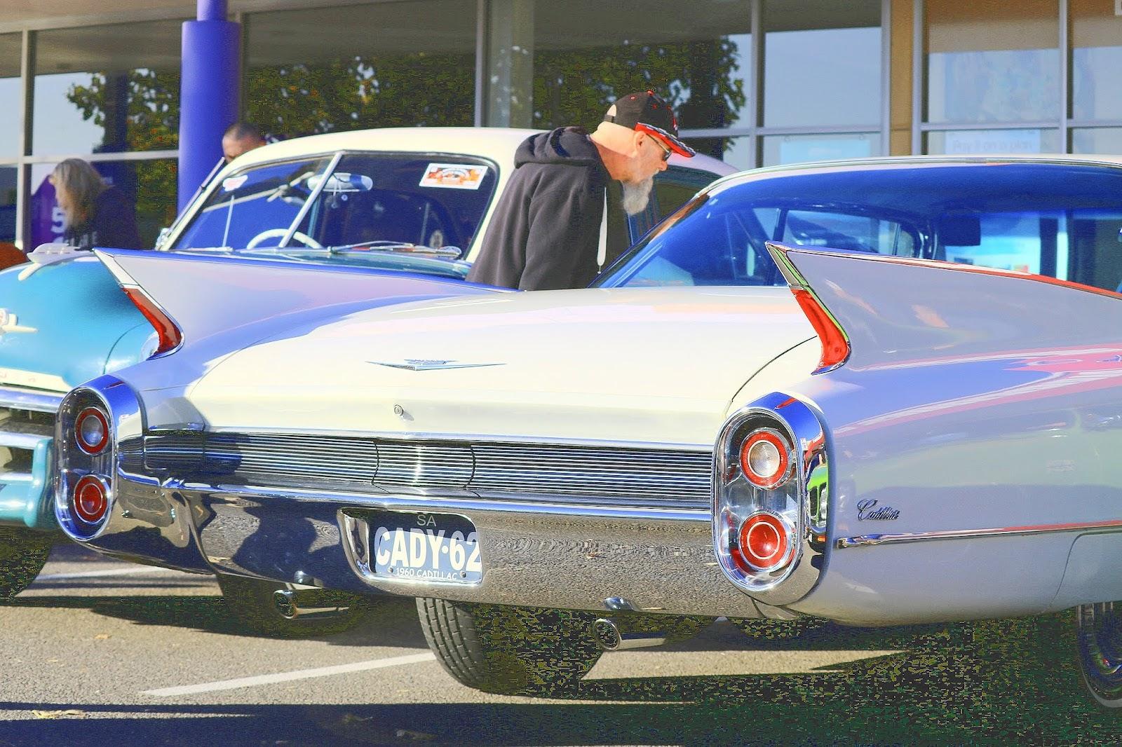 Cadillac Tailfins 1960.jpg
