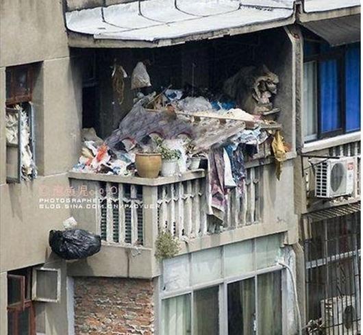musor-na-balkone-05