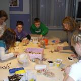 Kinderen van de kinderkerkclub maken een rozenkrans - DSCF5700.JPG