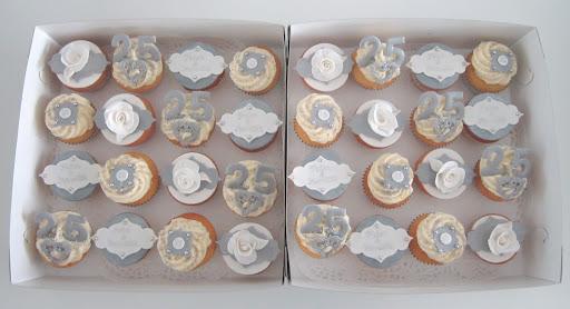 101- 25 jarig huwelijk cupcakes.JPG