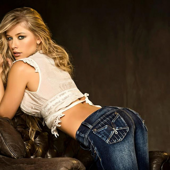 Erika Botero Sexy Komodo Jeans Foto 5