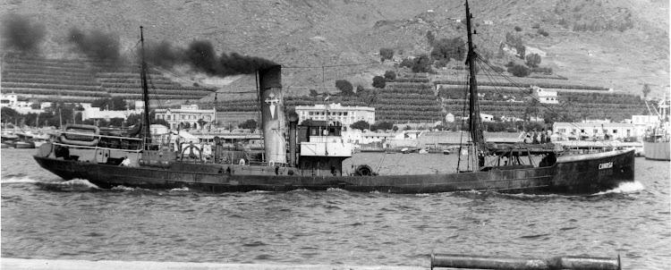 Vapor CANOSA en un lugar indeterminado de las Canarias. Ca. 1950. Colección Juan Antonio Padron Albornoz. Universidad de la Laguna. Puerto Autonomo de Tenerife.jpg
