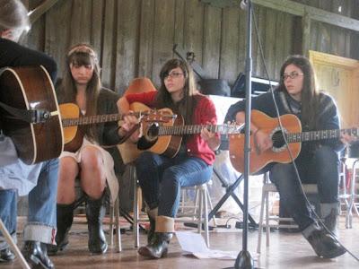 Camp 2010 - guitar_class.jpg