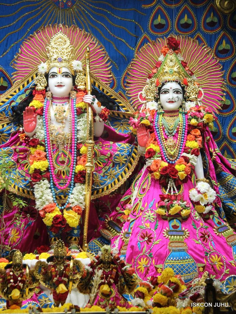 ISKCON Juhu Sringar Deity Darshan on 2nd Oct 2016 (39)
