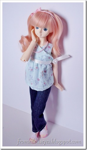 Cute top and jeans for a bjd, with patterns.