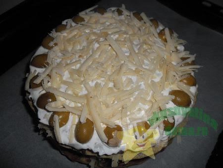 Слоеный закусочный торт из блинов