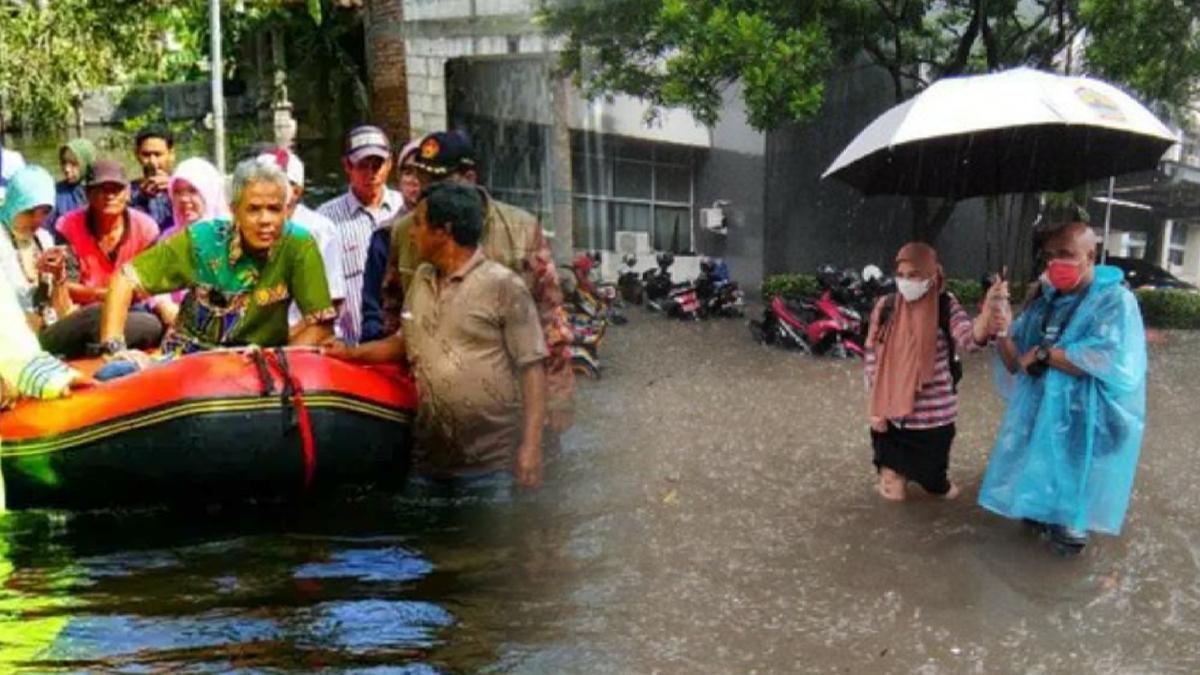 """Kaget Kantornya Kebanjiran, Ganjar: """"Impossible"""", Mosok Kantor Gubernur Banjir"""