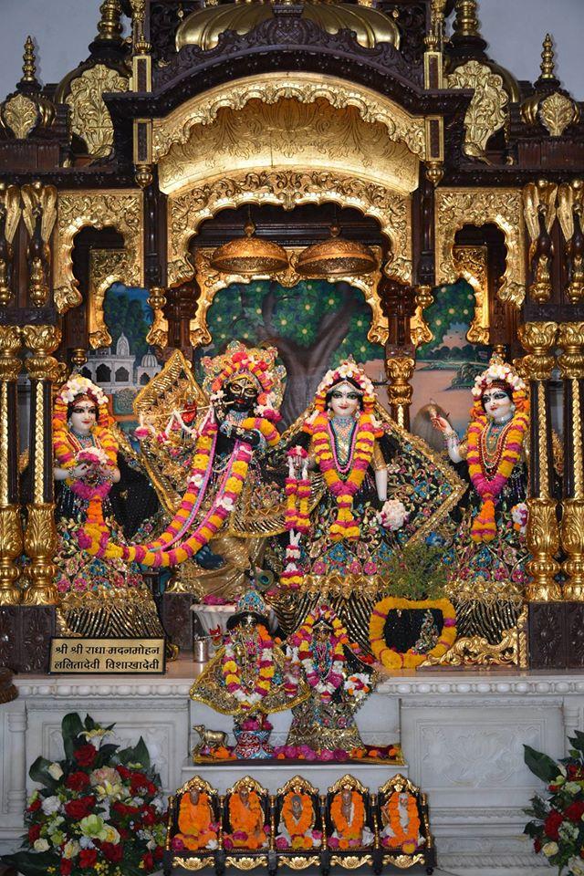 ISKCON Ujjain Deity Darshan 09 April 2016 (3)