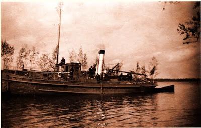 """Пароход """"Талабск"""" в устье реки Втрояприм. 1932 г.(фото из книги Л. Михайлова """"Поселения, Понаровья"""")"""