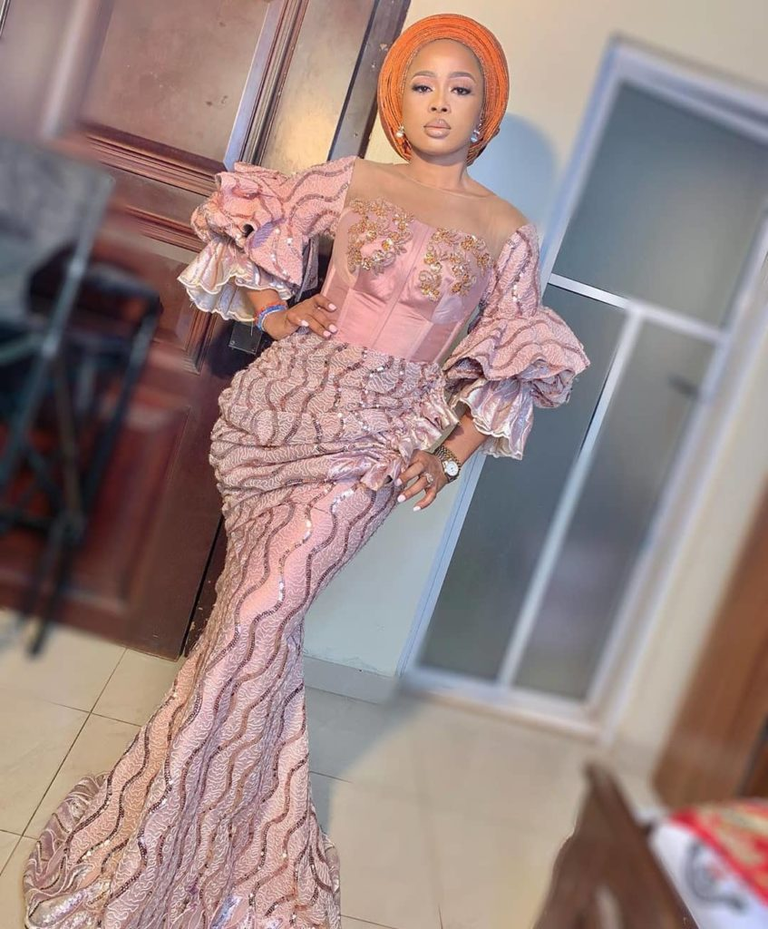 100 Edition Of #Ebfablook - Try this Trendy Woman dress 2021? Here's The new Aso Ebi Styles for you100 Edition Of #Ebfablook - Try this Trendy Woman dress 2021? Here's The new Aso Ebi Styles for you