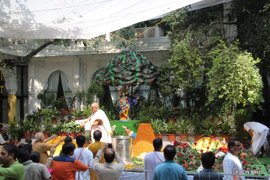 Govardhan Annakut Darshan  At ISKCON Juhu on 31st Oct 2016 (26)