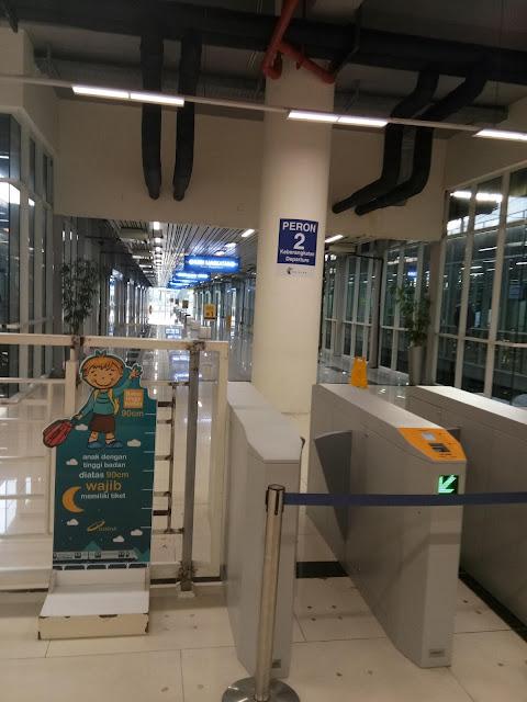 Ayo ke kota Medan menggunakan moda transportasi kereta Rail Link system dari bandara Kualanamu, Medan.  Cara mudah cepat aman ke kota medan setelah Anda mendarat di bandara Kualanamu (KNO) Medan. Yaitu menggunakan jalur kereta / Train yang disedikan oleh Railink Medan.
