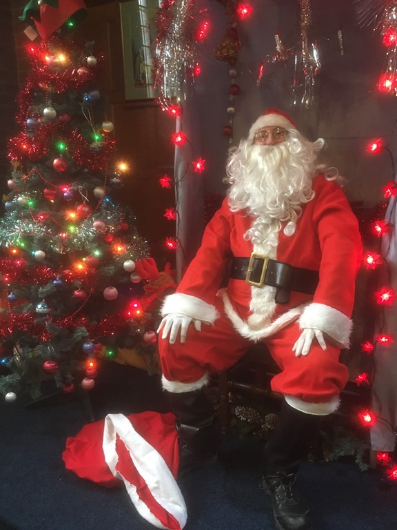 [Father+Christmas+in+his+Grotto%5B2%5D]