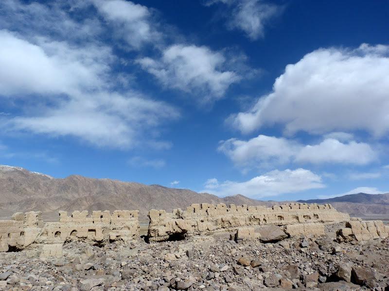 XINJIANG. Karakoram Highway, lune des plus haute route au monde, en passant a 4400 m - P1280591.JPG