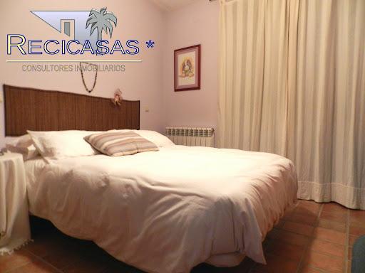 Casa en venta con 300 m2, 4 dormitorios  en Arenas de San Pedro, Casco