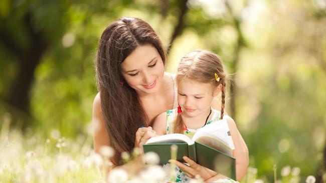 Mẹ nói với con gái về hạnh phúc
