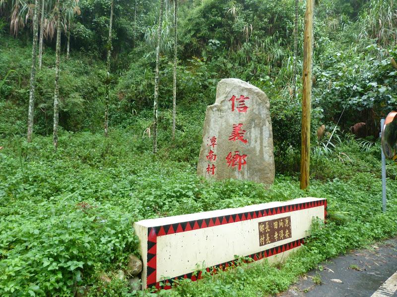 Puli  en passant , entre autres, par les villages de l ethnie Bunum de Loloko et Dili. J 10 - P1170196.JPG