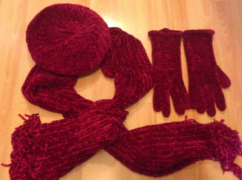 RedBeretGlovesScarf