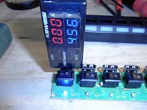 スイッチ付きUSB-HUB 電圧