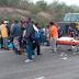 Muere hombre al ser impactado su vehículo por una grua