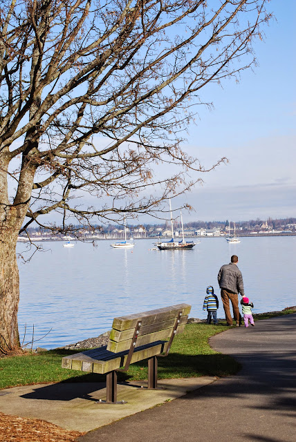 A father and his children enjoying a winter day at Boulevard Park / Credit: Bellingham Whatcom County Tourism