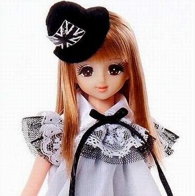 Búp bê Jenny mặc váy ren sành điệu với khuôn mặt xinh xắn, đôi mắt to tròn