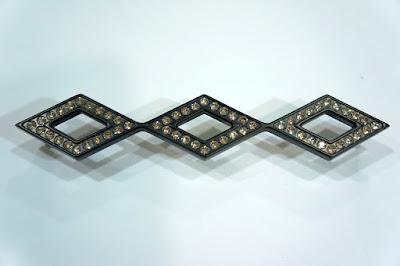 裝潢五金 品名:115L-司華洛世奇水晶取手-2 孔距:160m/m 規格:33*182m/m 顏色:黑色 玖品五金