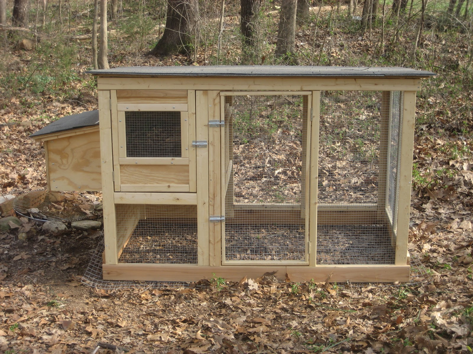 Backyard farming a look at a coop for Chicken coop size for 6 chickens