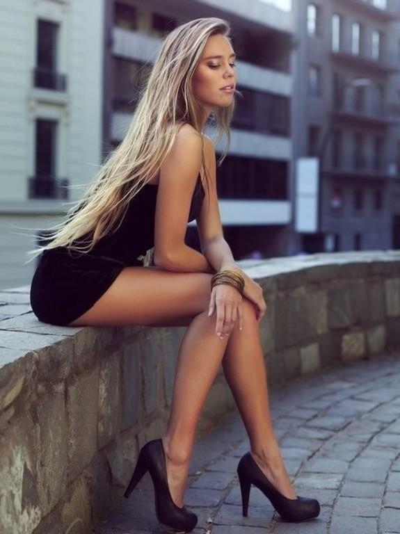 фото девушки в коротких платьях