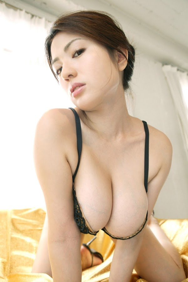 Cute Asian with Hanging Boobs and Huge Cleavage(2photos)  #big breasts:Best,boob,Japanese girl,big breasts,cleavage