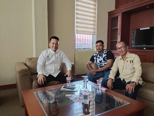 Ketua SMSI Tanah Bumbu Bertandang ke Owner Pelita Nusantara Online