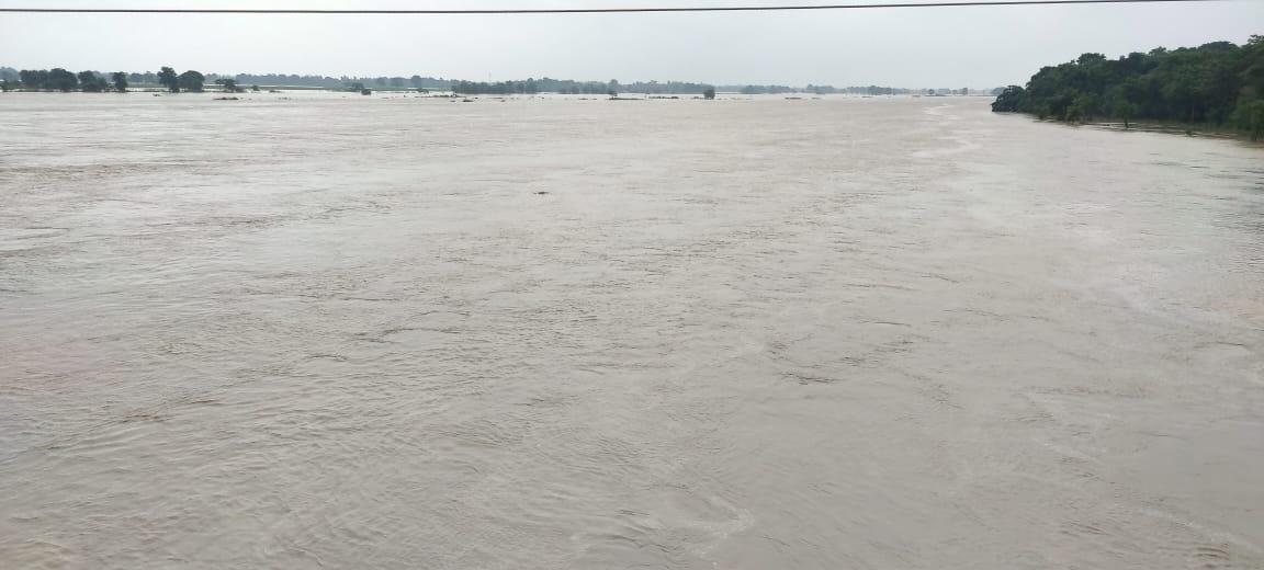 उत्तर बिहार में उफनाईं नदियां मचा रहीं तबाही, पूर्वी चंपारण में बाढ़ की चपेट में आए सात प्रखंड के दर्जनों गांव