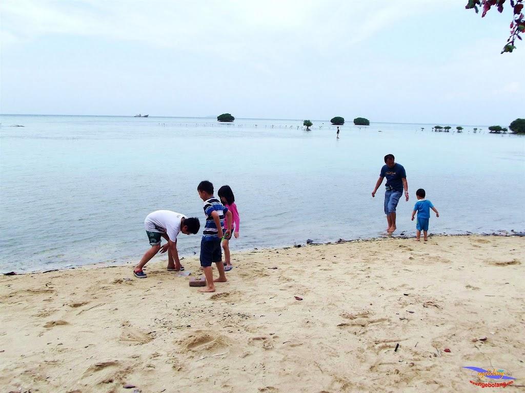 family trip pulau pari 140716 Fuji 042