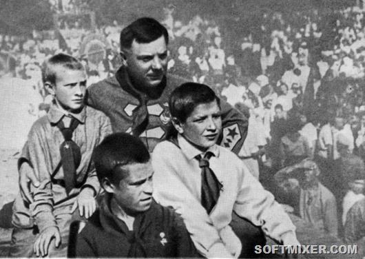 WiththepioneersofLugansk1927