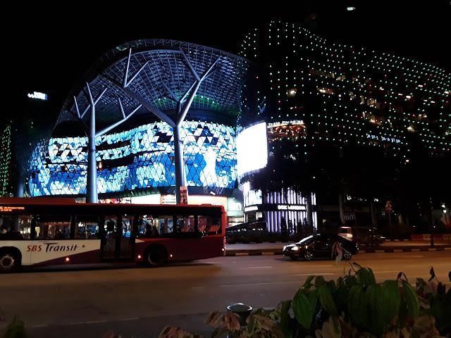 orchard road singapore photo by rumpi cangkir kopi
