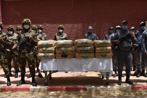 Ejército de Argelia anuncia una operación en la frontera con Marruecos y detiene a 40 narcotraficantes.