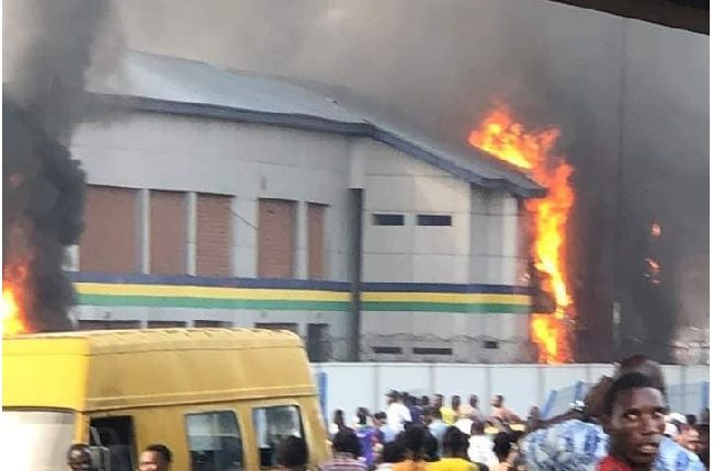 2 Police Stations Burnt In Lagos, 2 Killed, As Military Stops Attack On Others