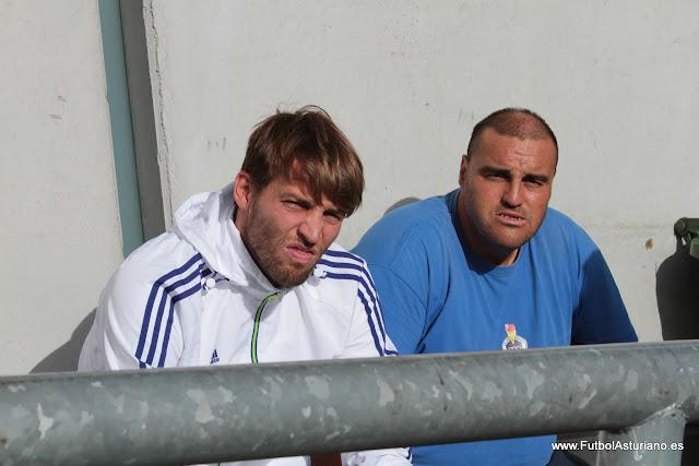 Michu y Berto en un partido del Langreo en el campo del Covadonga