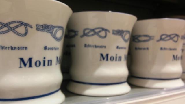 moin,  bei Budni gibts auch Becher